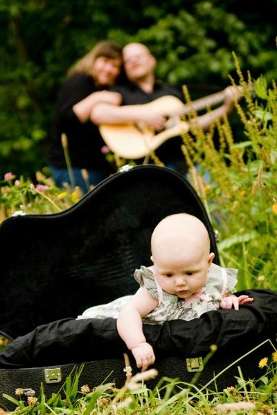 Alian in guitar case